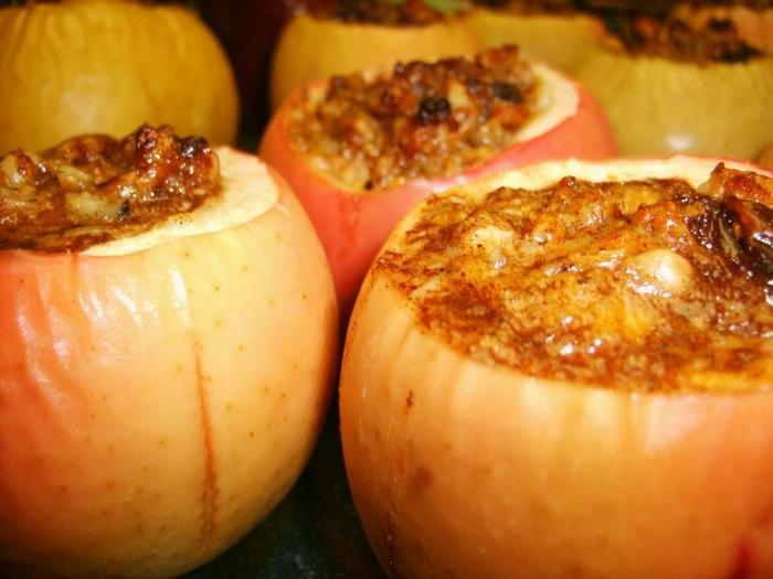 Польза для организма и калорийность печеных яблок