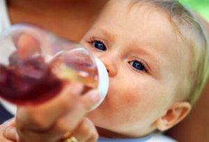 Неправильная работа системы пищеварения может проявляться появлением слизи в стуле ребенка