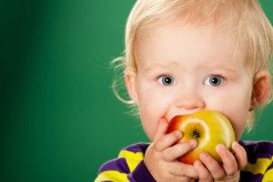 Часто причиной заражения глистами происходит в результате употребления немытых фруктов