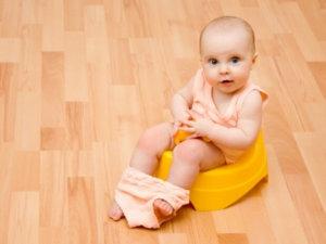 """Если ребенок ведет себя обычным образом,то зеленый кал может быть просто"""" временным явлением"""""""