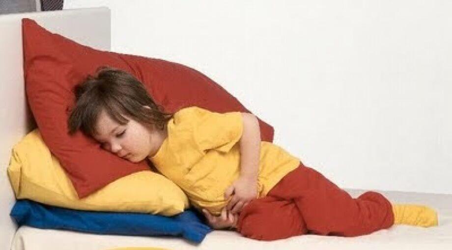 Чем помочь, если у ребенка понос и рвота?