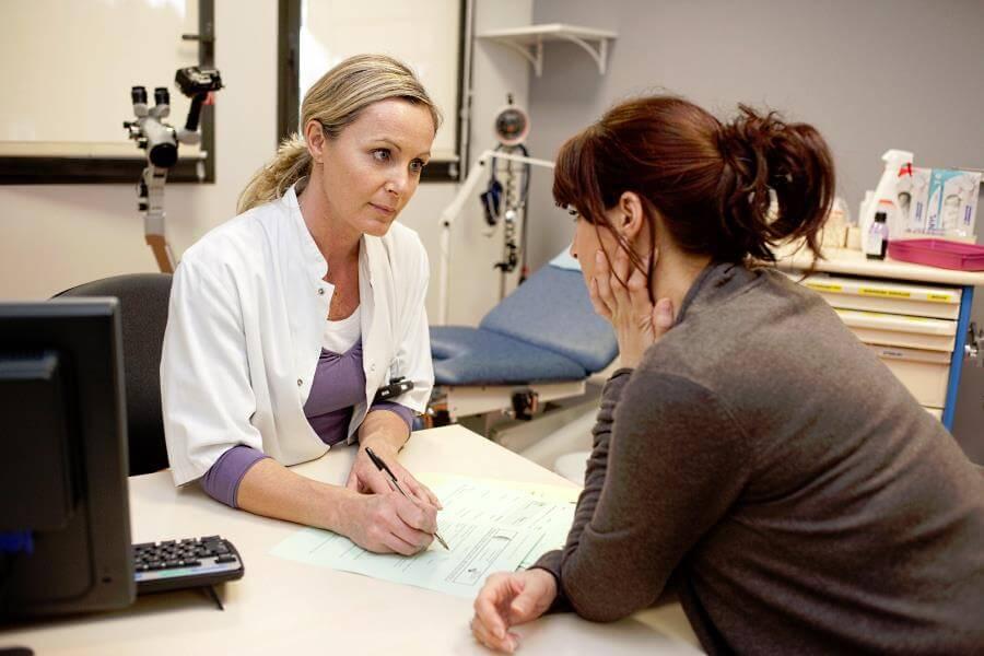 женщина в климаксе у гинеколога