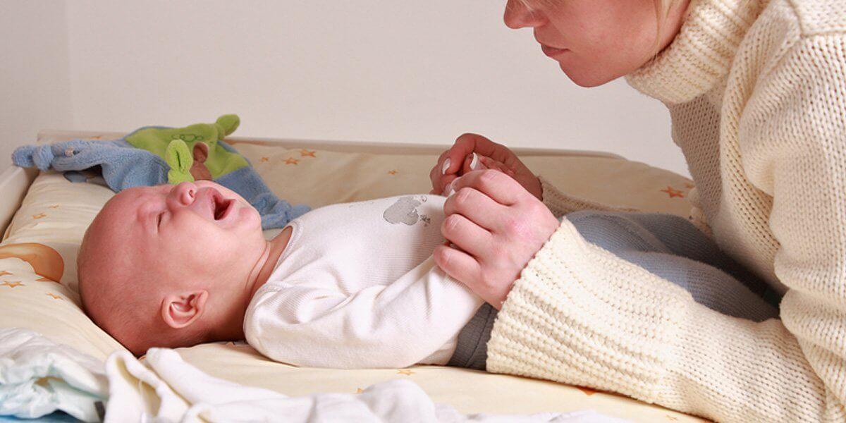 Почему у ребенка при температуре болит живот