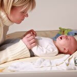 Как помочь грудному ребенку при запоре: подсказки родителям