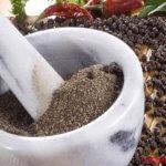 Чем полезен черный перец и всем ли его можно употреблять