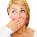 Неприятный запах изо рта: причины, методы борьбы и профилактика