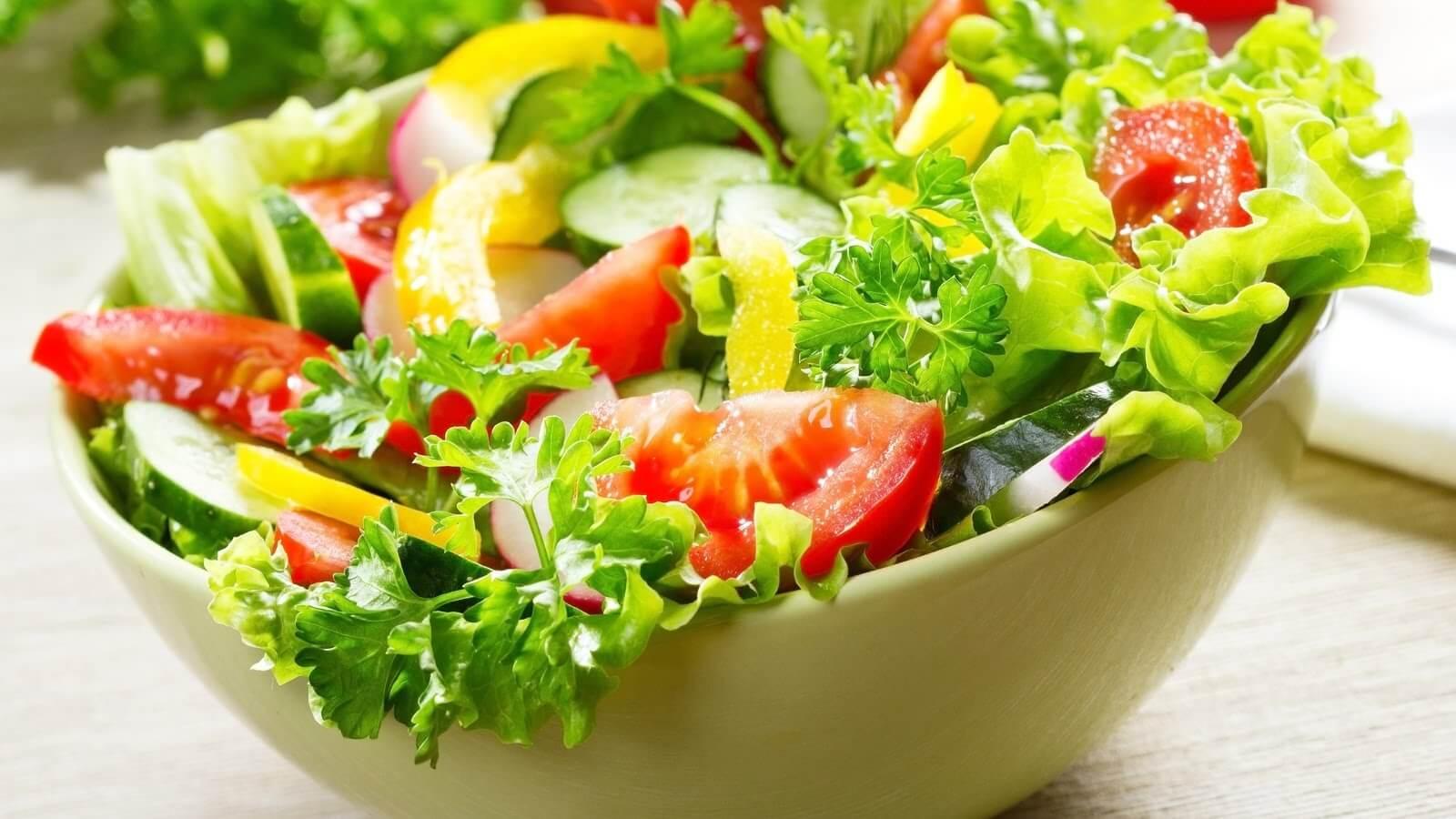 Самый простой салат с овощами