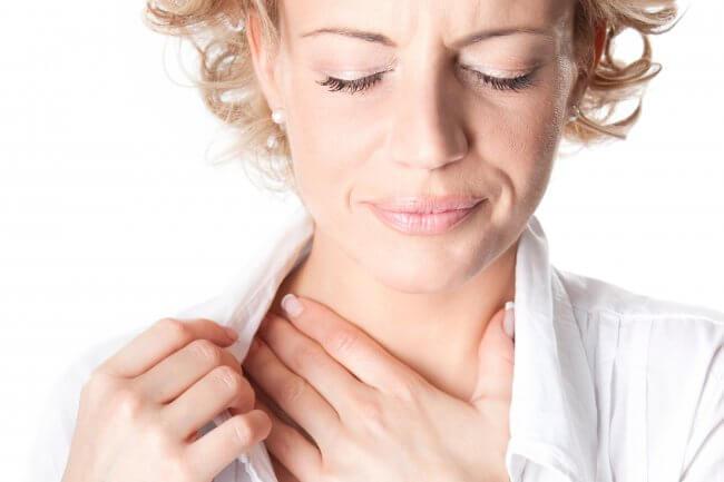 Почему стоит ком в горле и трудно дышать