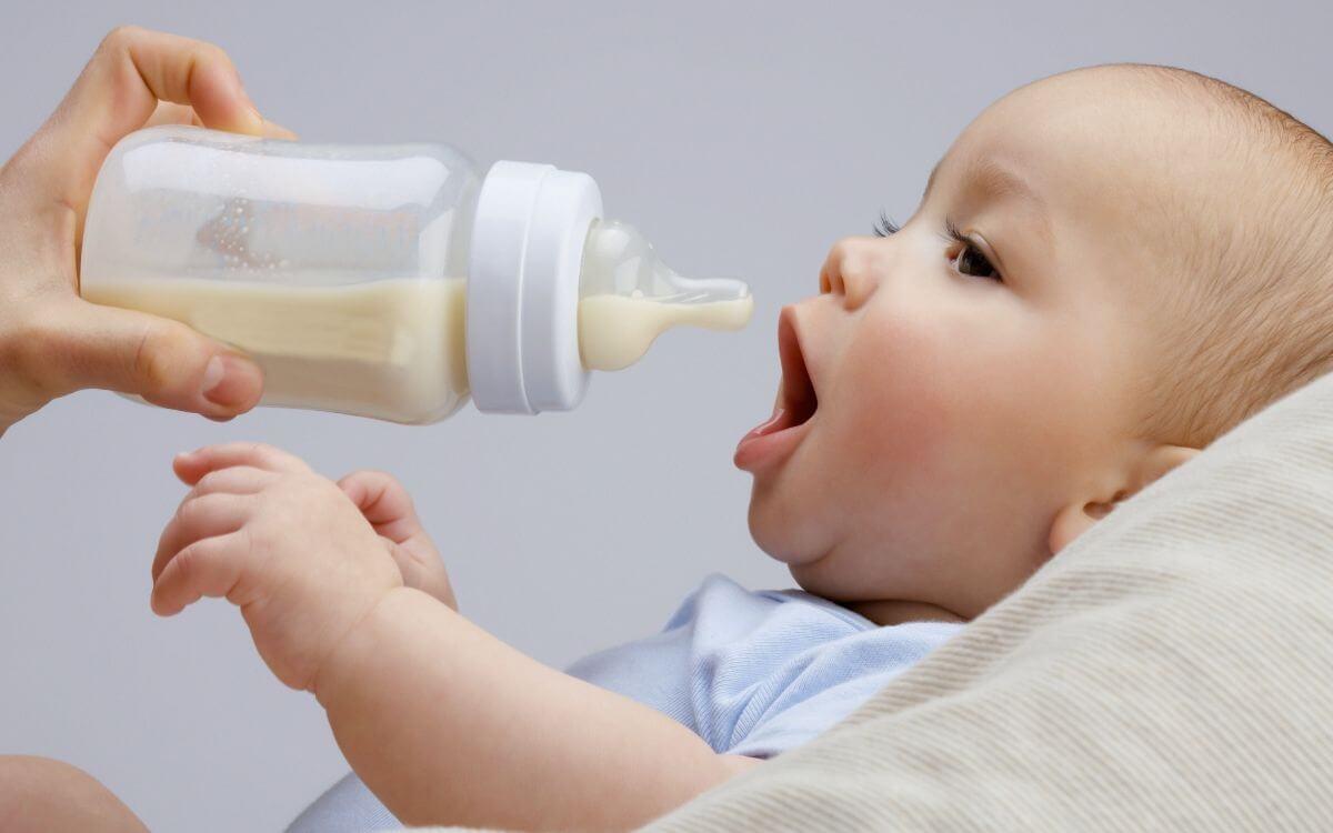 Здоровье малыша: можно ли давать грудничку воду