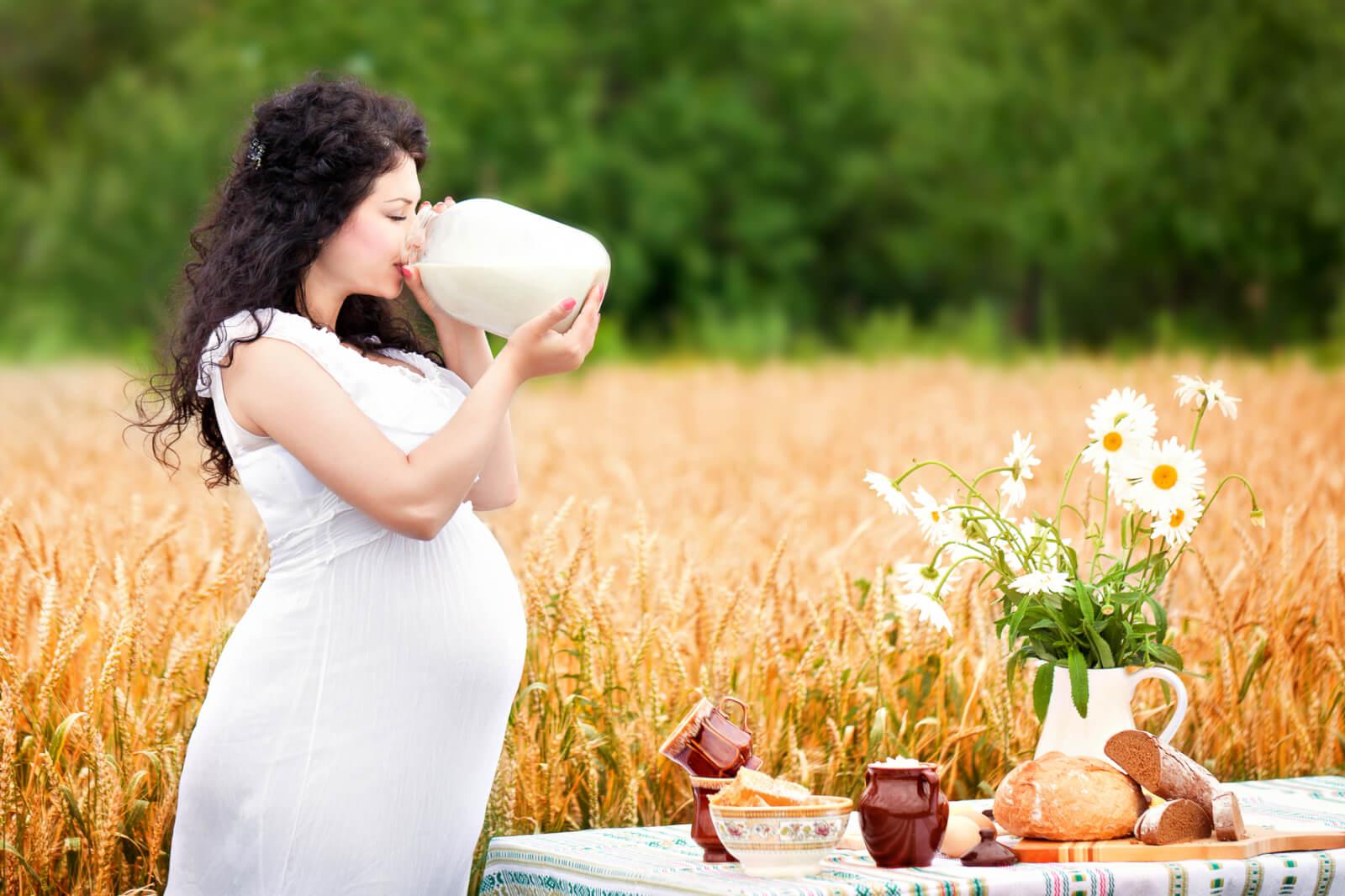 Можно ли пить молоко беременным: польза и вред
