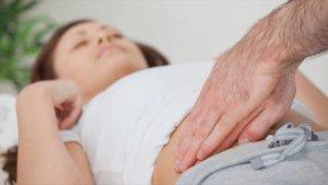 Ноющая боль в правом боку под ребрами