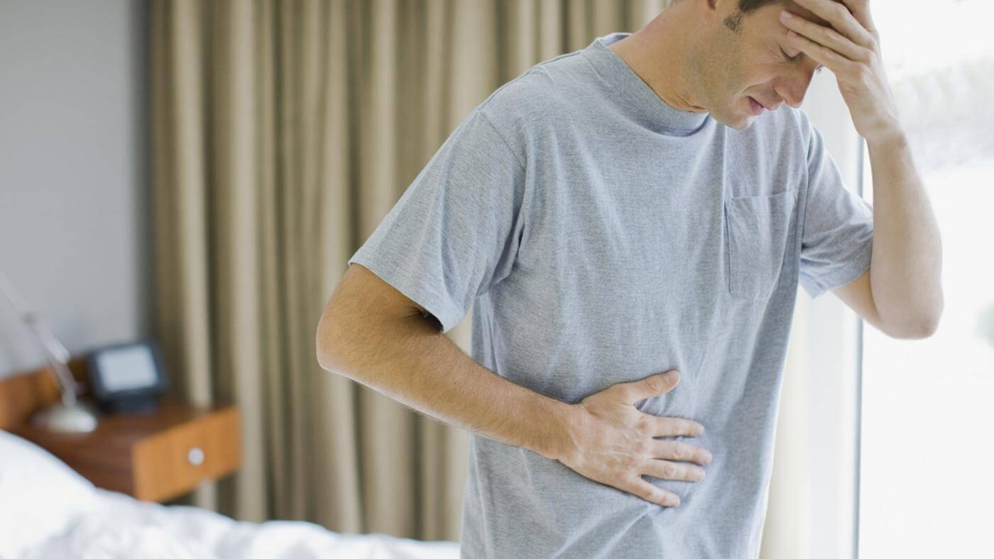 Причины появления чувства тяжести и распирания в желудке, способы лечения