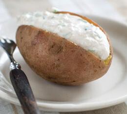 Печёный картофель с кремом из авокадо
