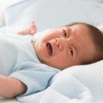Новорожденный пьет