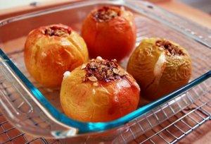 Есть немало рецептов приготовления яблок в духовке