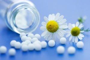 Народная медицина предлагает разные способы избавления от геморроя