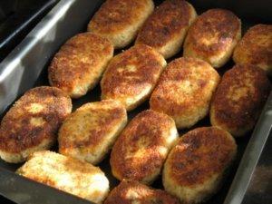 Котлеты из минтая, приготовленные в духовке