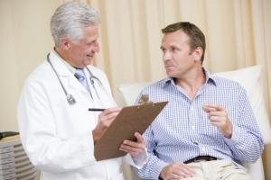 Почему кал черного цвета - повод обращения к врачу