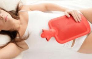От болей в кишечнике иногда может помочь и грелка