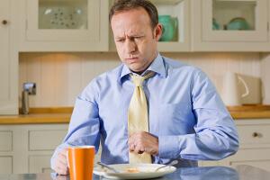Заброс желчи в пищевод - неприятные ощущения