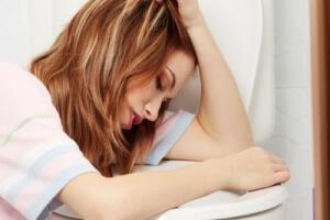 Болит желудок и подташнивает