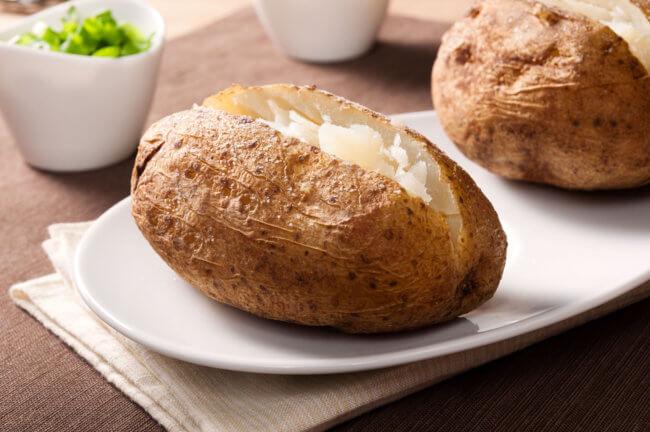 Отварной картофель: калории, полезные свойства