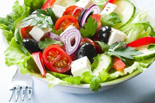 Калорийность овощного салата, его польза для здоровья человека, рекомендации по приготовлению