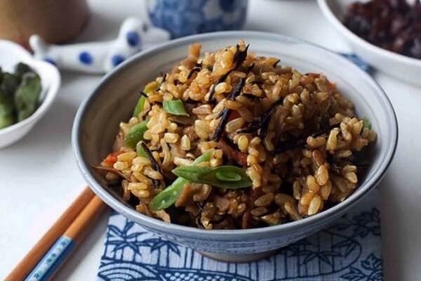Блюдо из бурого риса