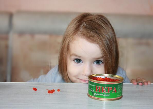 Ребенок и красная икра
